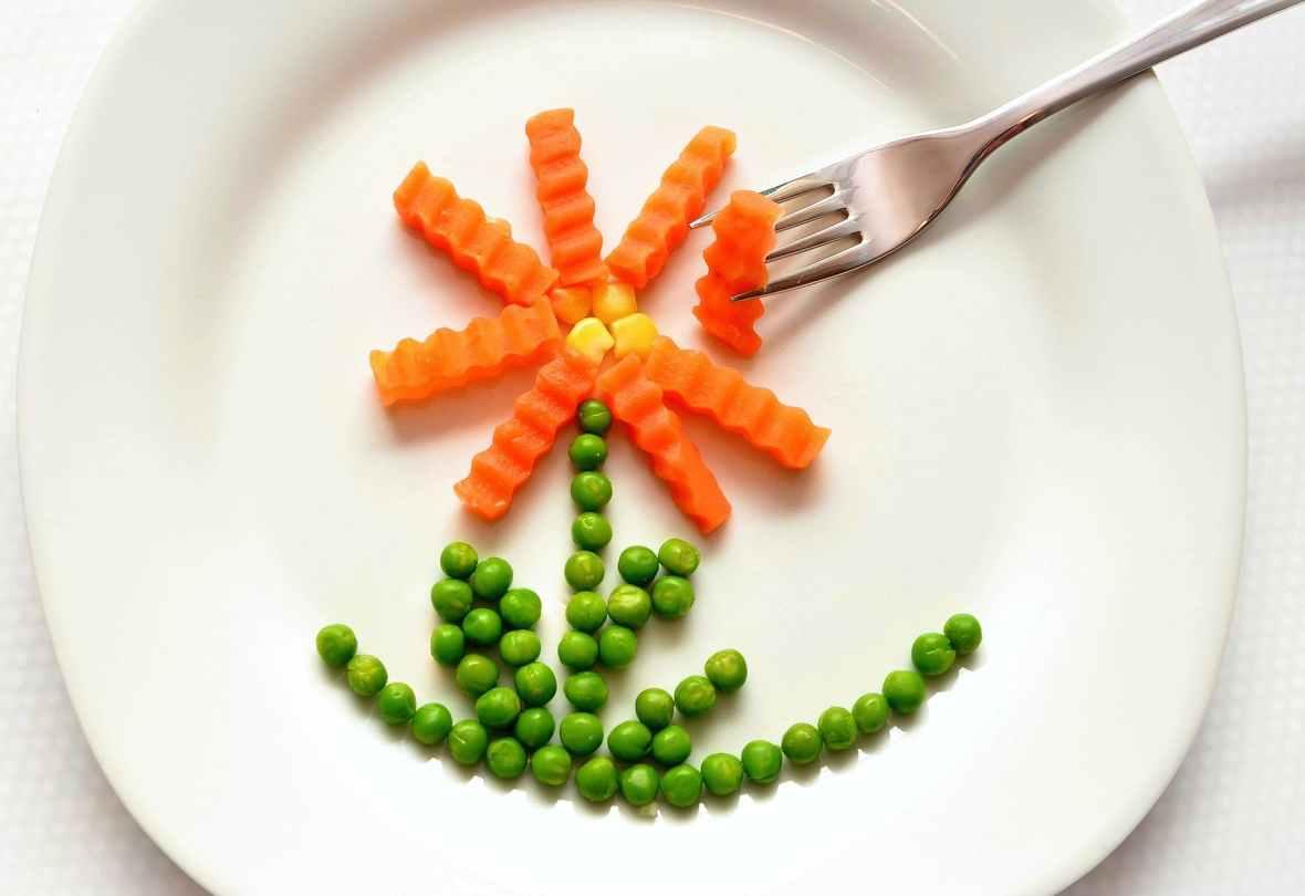 eat-carrots-peas-healthy-45218.jpeg